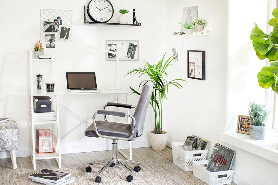 escritorio en pieza de invitados