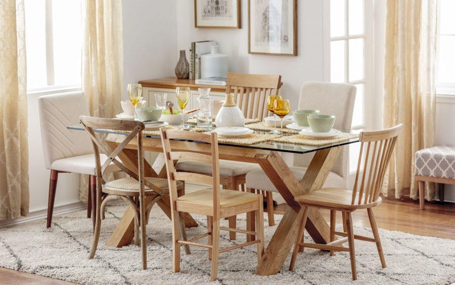 comedor eclectico, comedor madera y vidrio, sillas madera