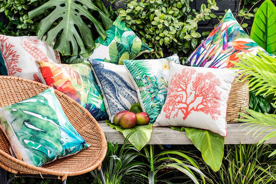 Bodegón de cojines decorativos en varios colores