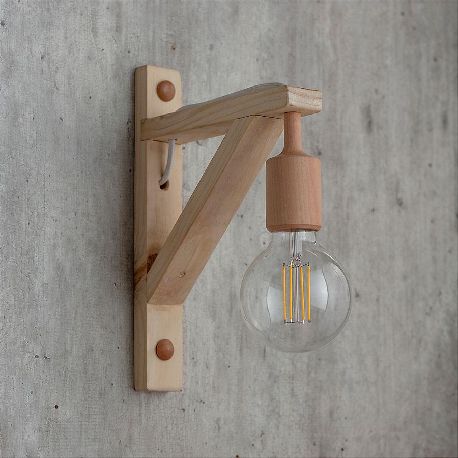 Lámparas NÜN en apliqué, de madera y vidrio