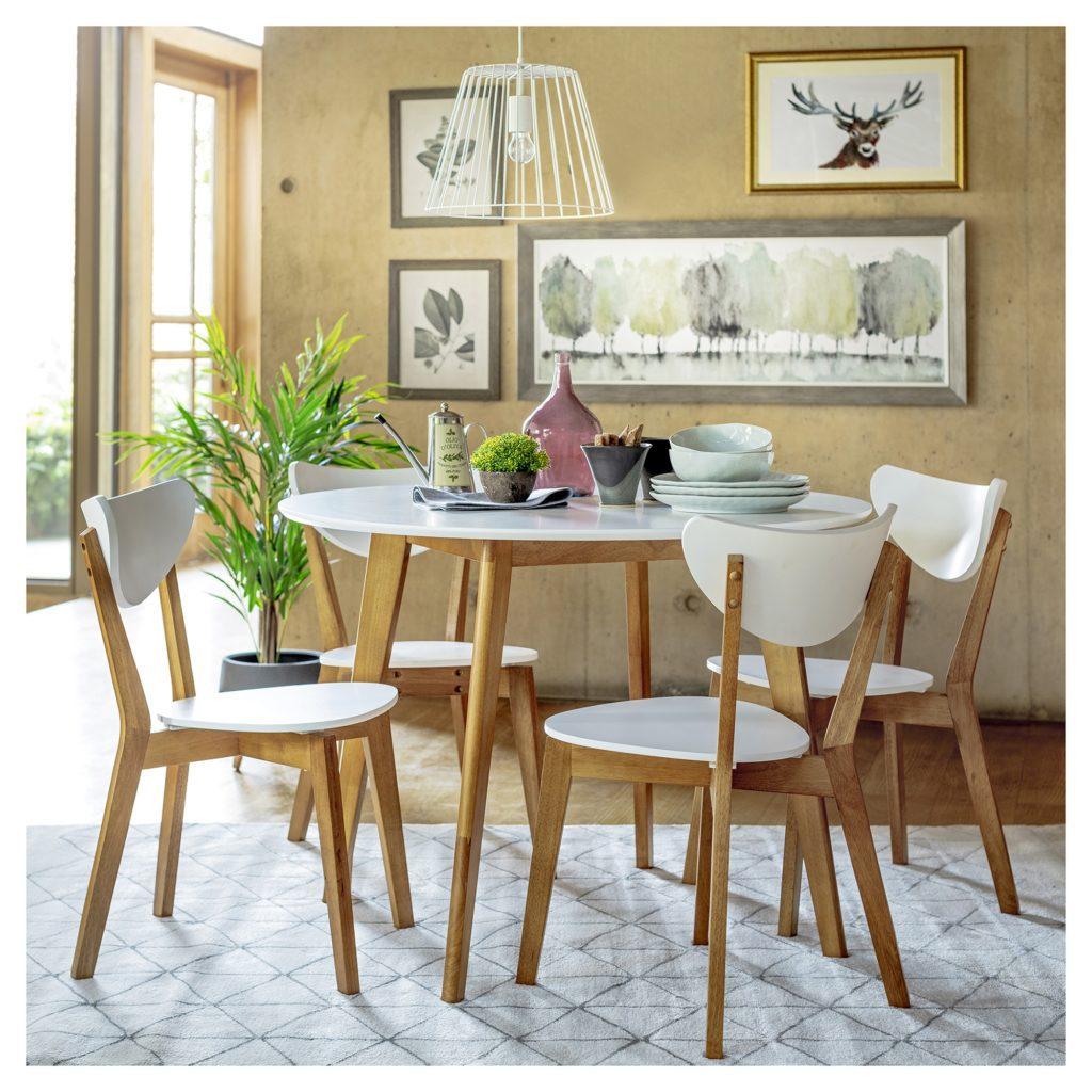 Comedor de mesa redonda y cuatro sillas, en colores blanco y natural. Material de madera y melamina,