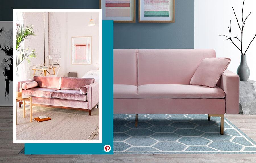 Ideas de decoración 2019: Ambiente de living con un futón rosa de terciopelo con paredes, alfombra y accesorios en tonos grises