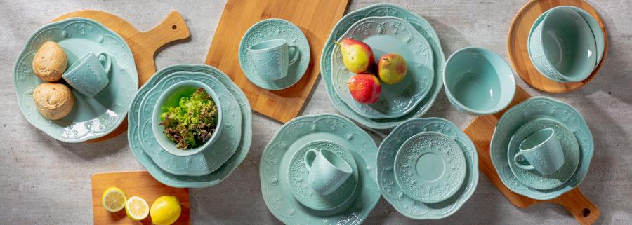 Menaje en color turquesa para compartir en la hora del té.