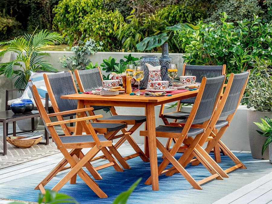 muebles terraza - Mesa de madera con sillas plegables