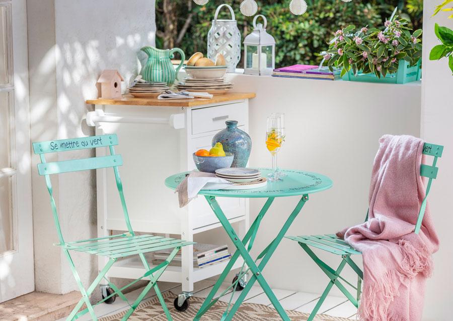 Juego de terraza metálico verde con mueble bar blanco