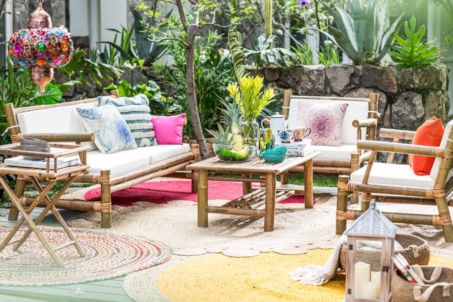 Juego de terraza de bambu con alfombras y cojines