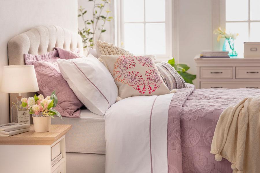 cama tonos suaves feng shui dormitorio amor