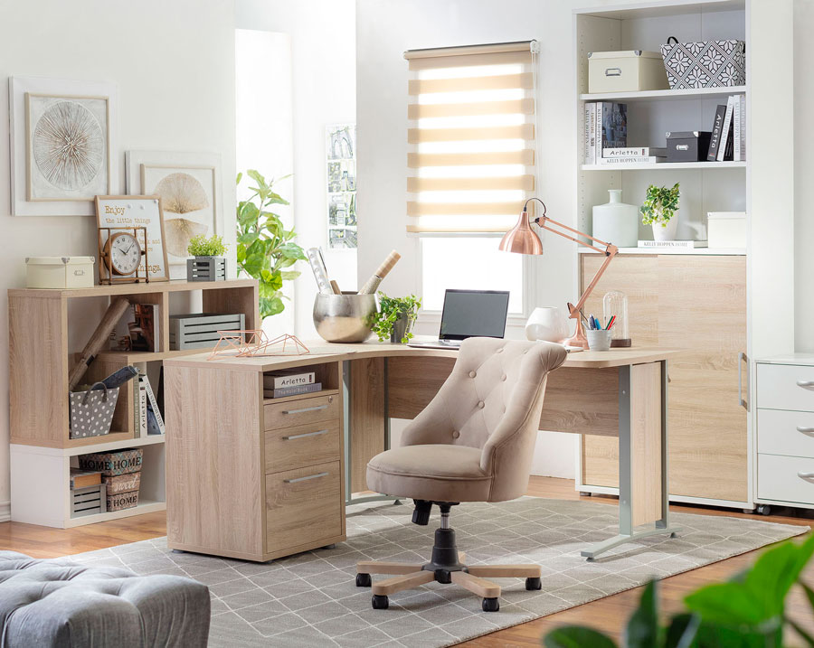 limpiar casa escritorio y silla beige
