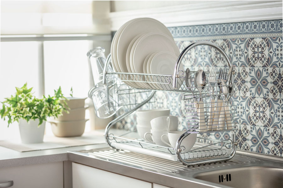 Cocina con secaplatos limpar casa