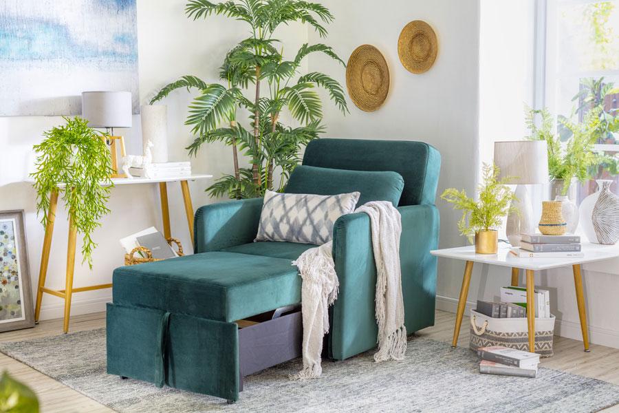 Rincón del living con sofá cama para relajarse. La imagen tiene un enlace a las sección Muebles de living de Sodimac.com
