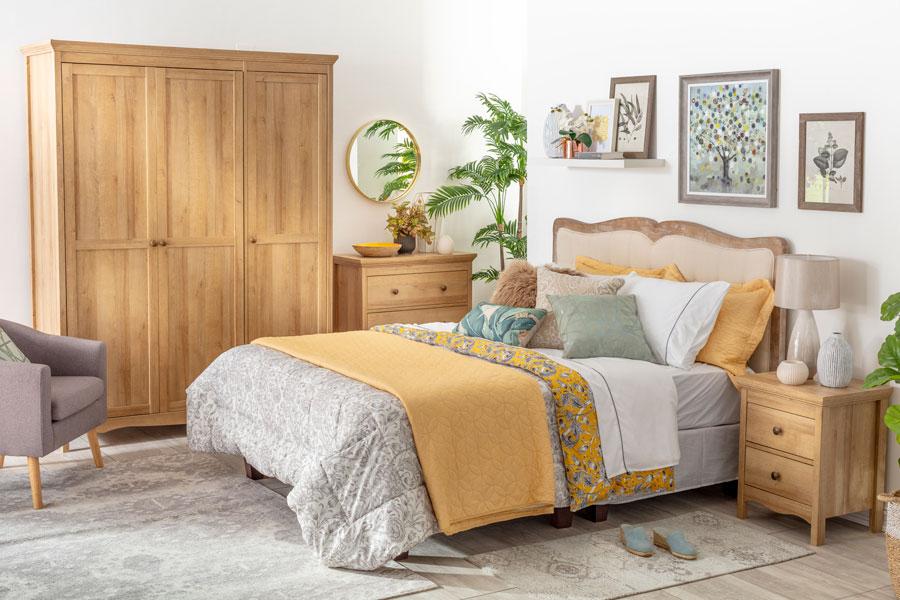 Dormitorio de otoño en colores mostaza