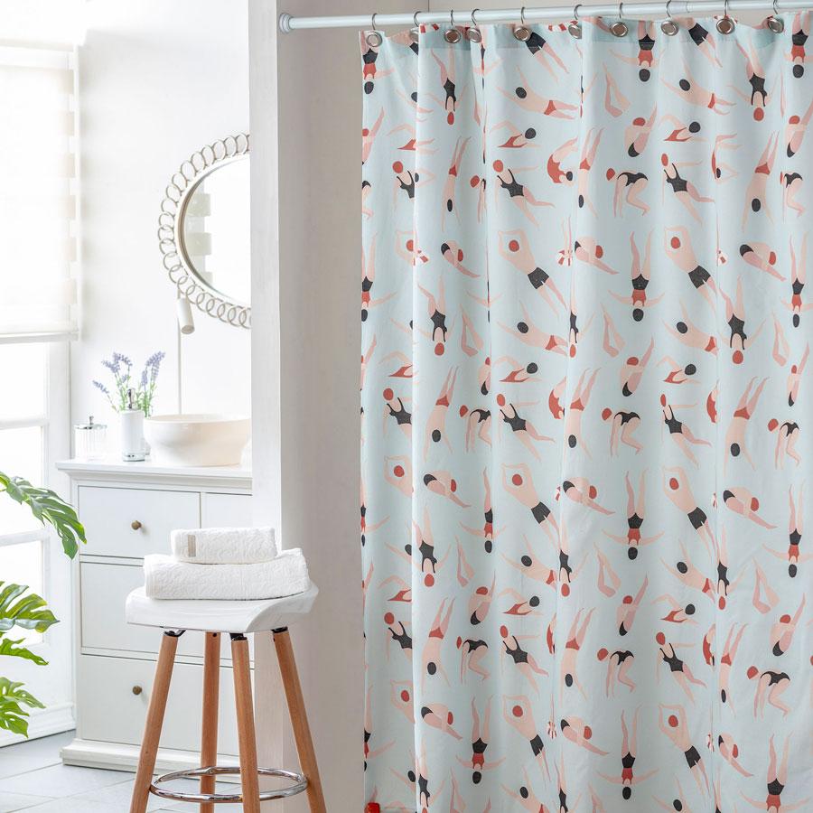 decorar el baño con cortina estampada