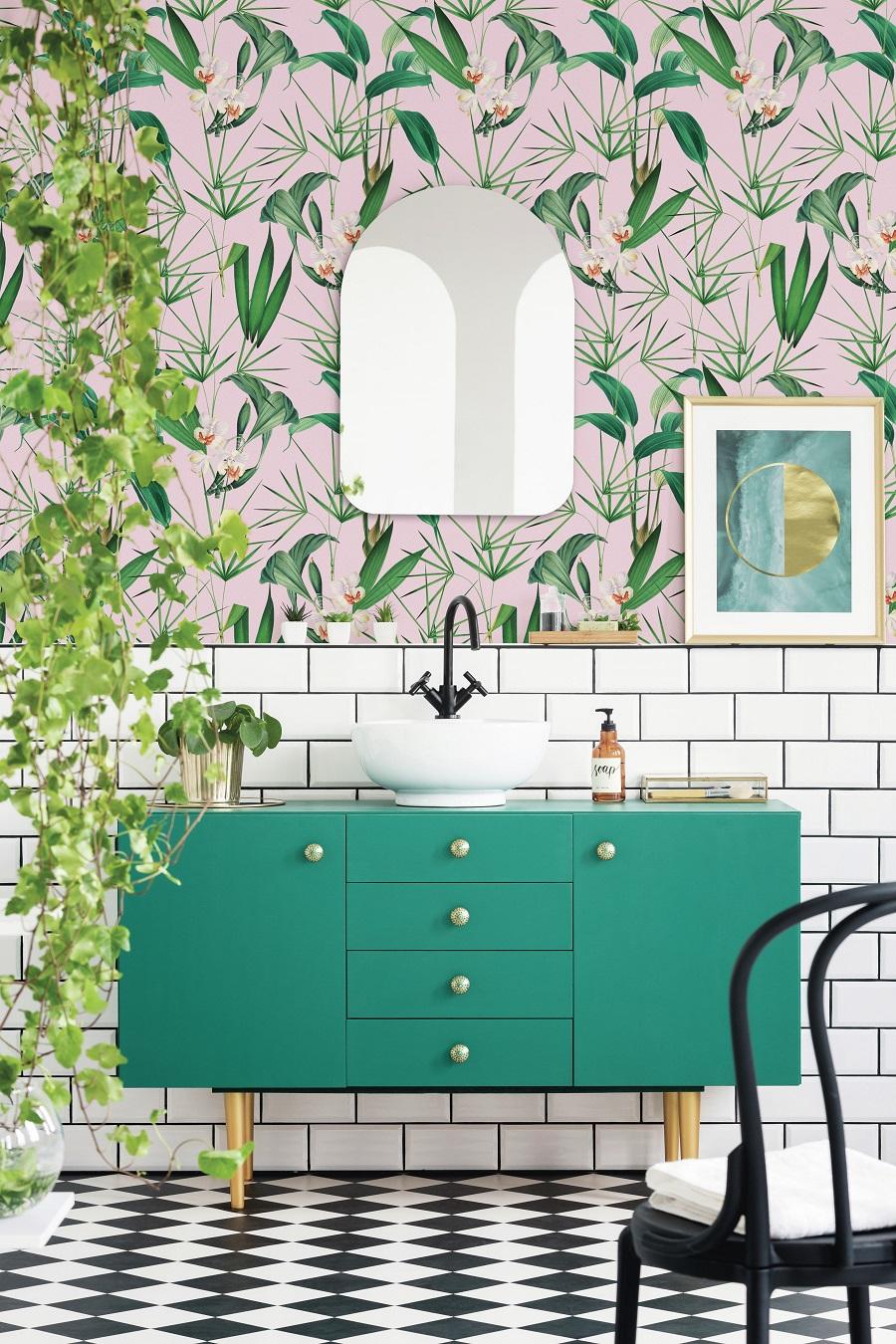 decorar el baño con papel mural tropical