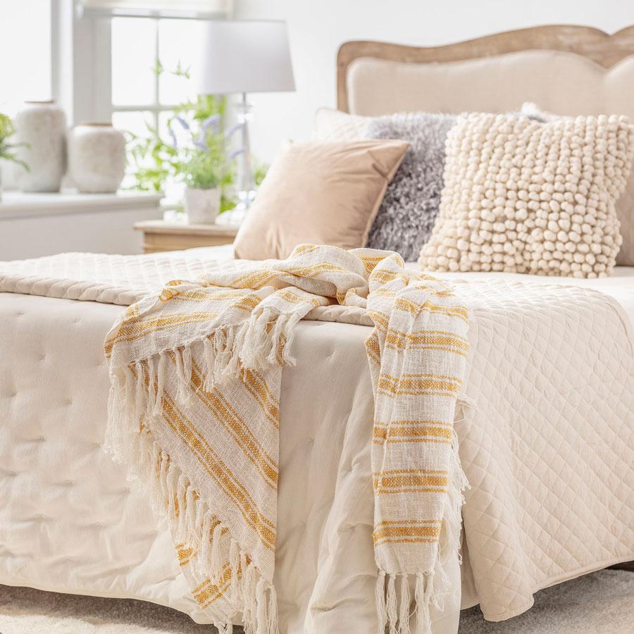 Dormitorio en tonos blanco