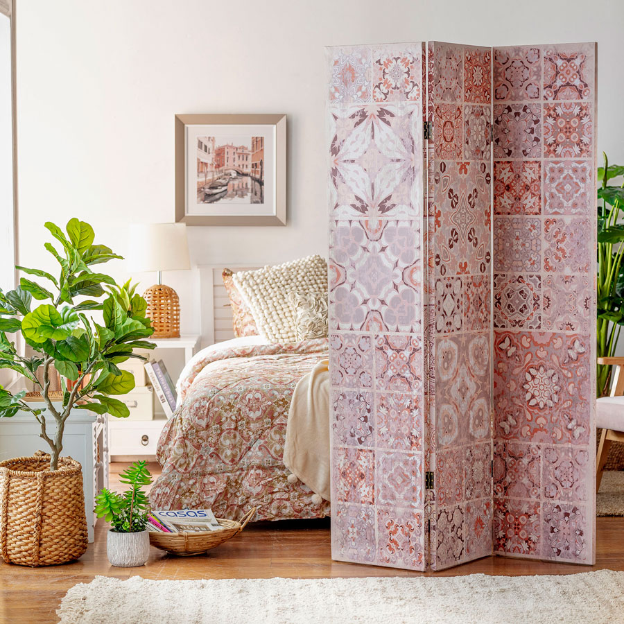 Dormitorio con biombo separador