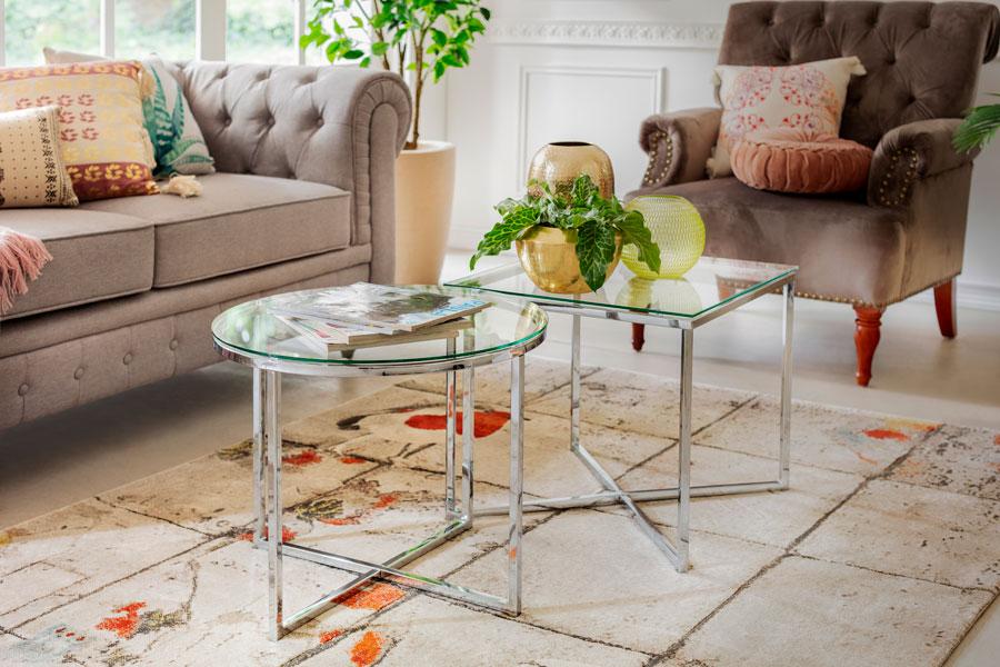 Trucos para que tu mini living parezca maxi: mesas laterales para el centro
