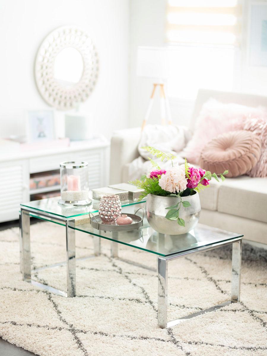Living con mesa de centro de vidrio