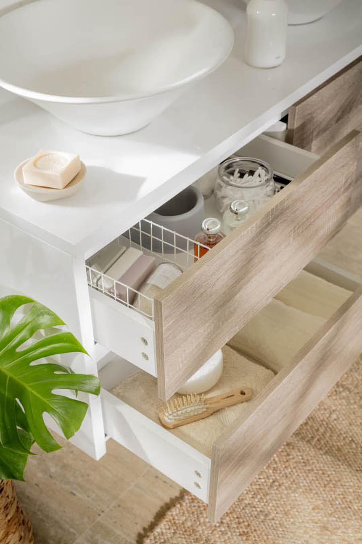 Decoracion de baño pequeño con muebles organizadores