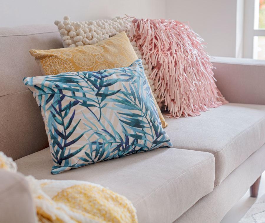 Medidas ideales para colocar muebles y decoración en casa: los cojines