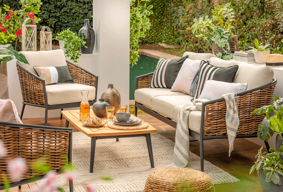 Living de terraza en crudos y verdes - pintura para decoración exterior