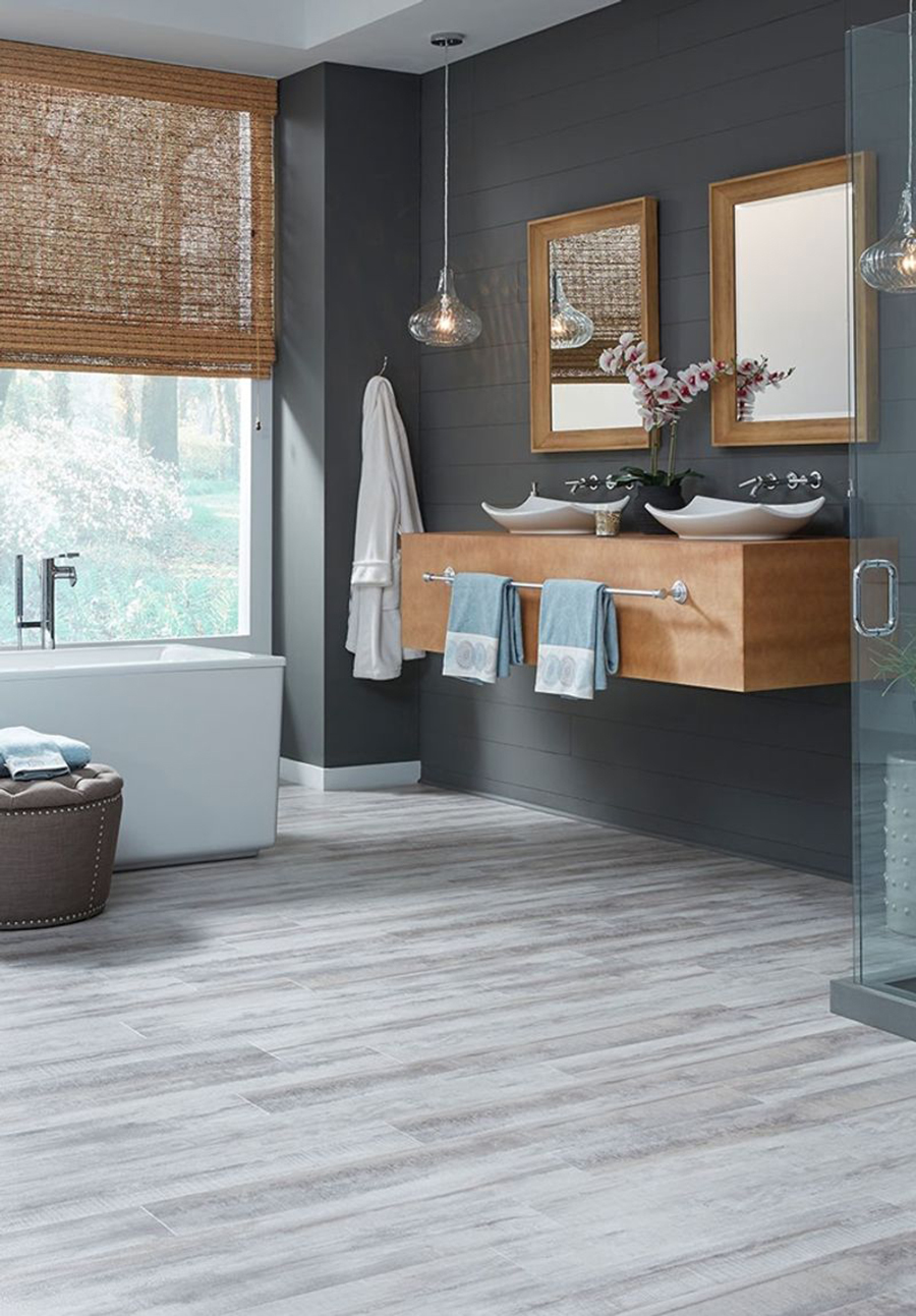 pisos tipo madera gris para baño