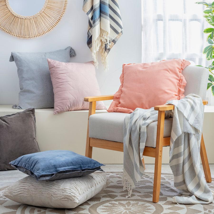 Cojines de colores para look relajado y luminoso
