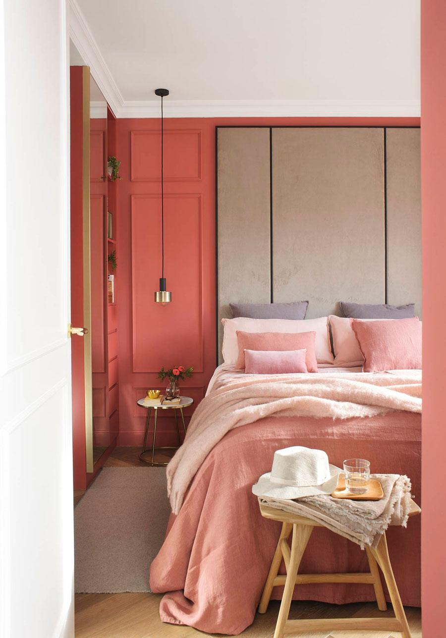 Diseño rectangular en las paredes hecho con molduras