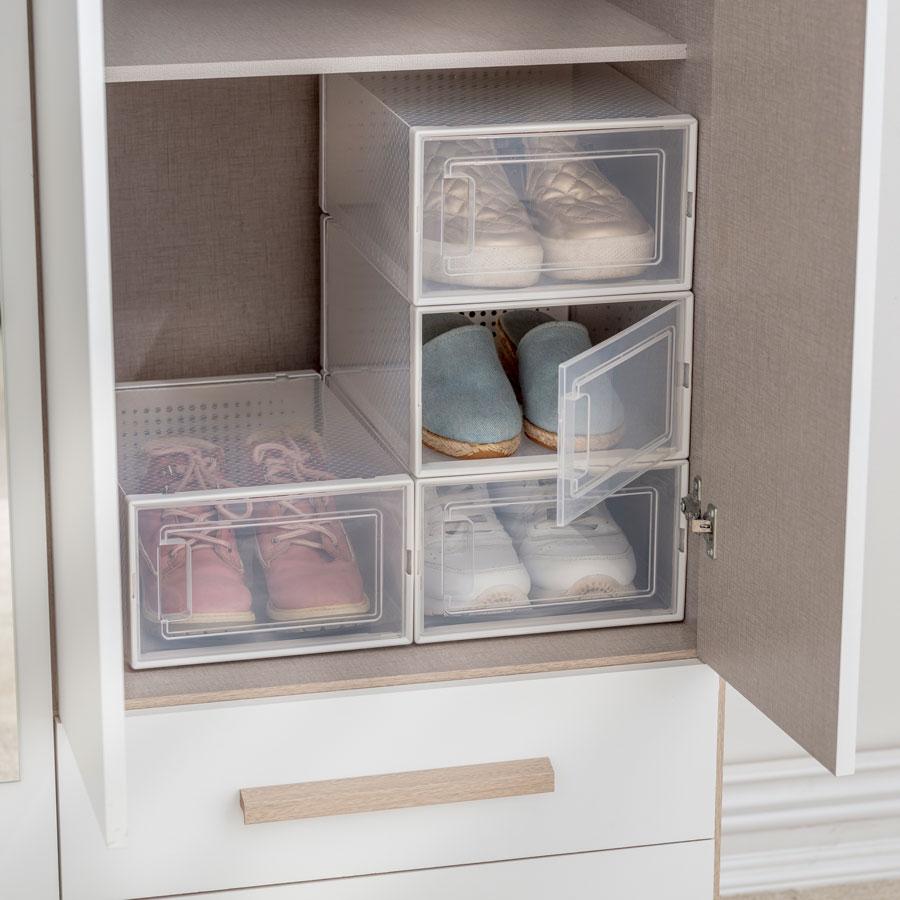 Cajas de organización con puerta de plástico, que permiten ver su contenido para una mejor organización.