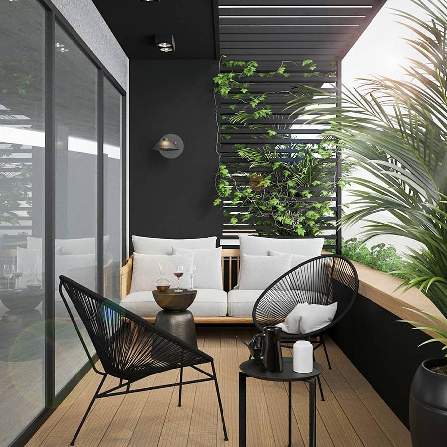 Balcón muy aislado con plantas.