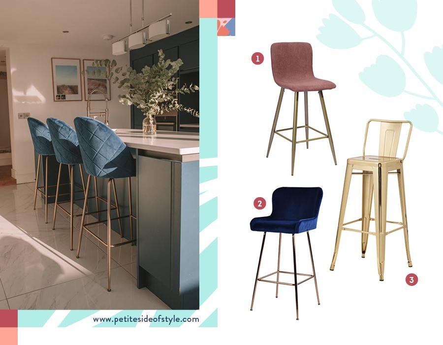 Una imagen divida en dos fotos. En la de la izquierda, una ambientación de una cocina con tres banquetas de bar de tela color azúl petróleo con patas metálicas de bronce. En la imagen de la derecha, una selección de tres banquetas de bar, de distintos materiales y colores.