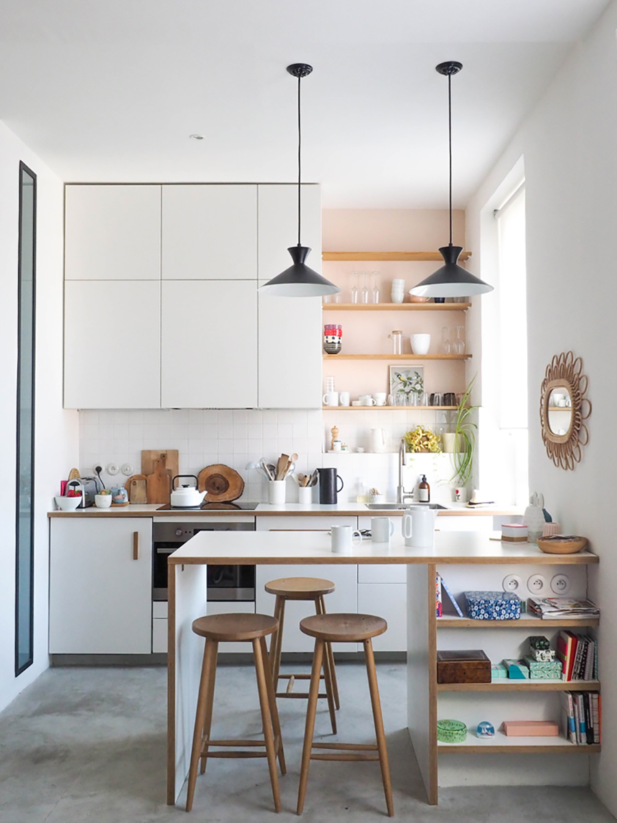 3 taburetes de madera bajo isla de cocina pequeña