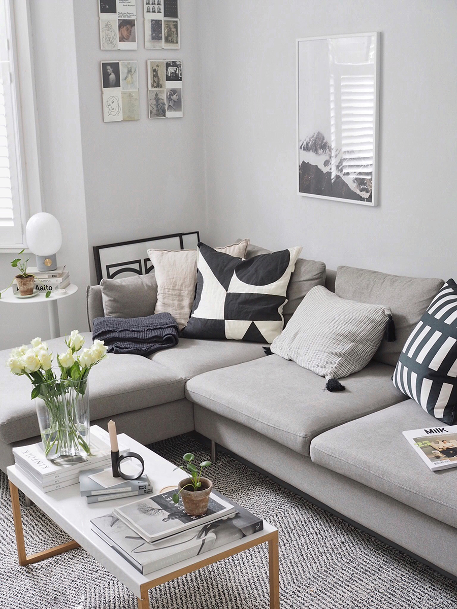 Un living con un sofá modular que otorga extra espacio cuando se necesite.