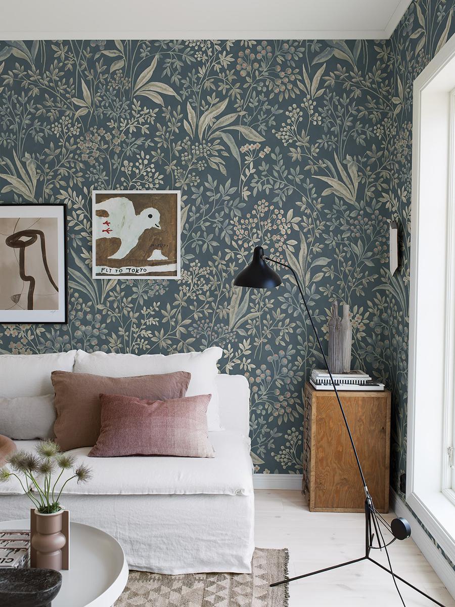 Para darle textura a tus muros puedes utilizar papel mural con diseños, mejor si tienen contraste, o cuadros.