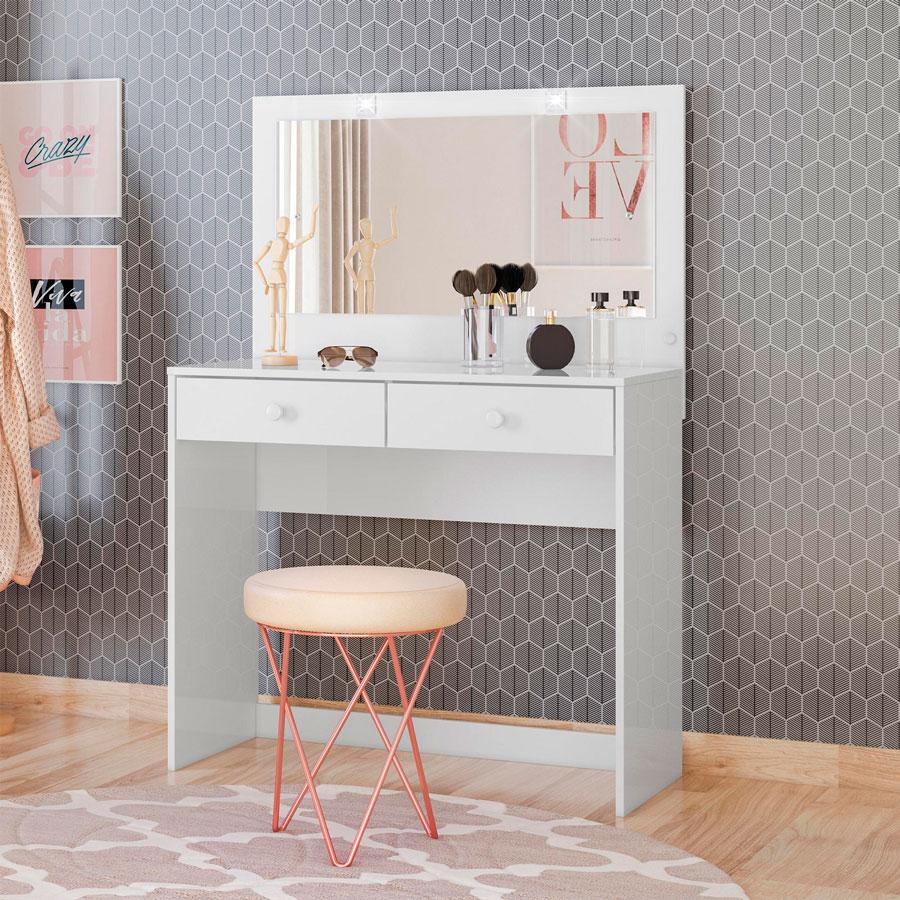 Un tocador le dará un toque glam a tu dormitorio además de otorgarte espacio para guardar objetos pequeños ¡perfecto para el maquillaje!