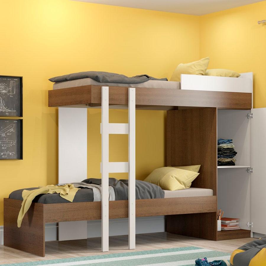 El camarote cuenta con un clóset para almacenar y mantener ordenada la habitación