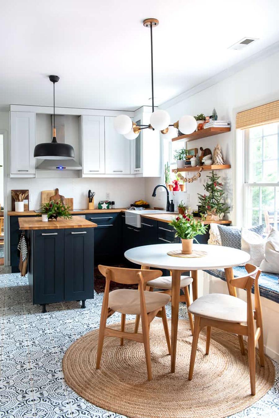 Las cocinas abiertas son muy cómodas para llevar y traer cosas de la mesa a la cocina.