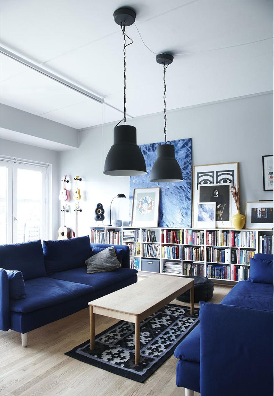 Enfrentar dos sofás es una solución muy elegante para tu living.