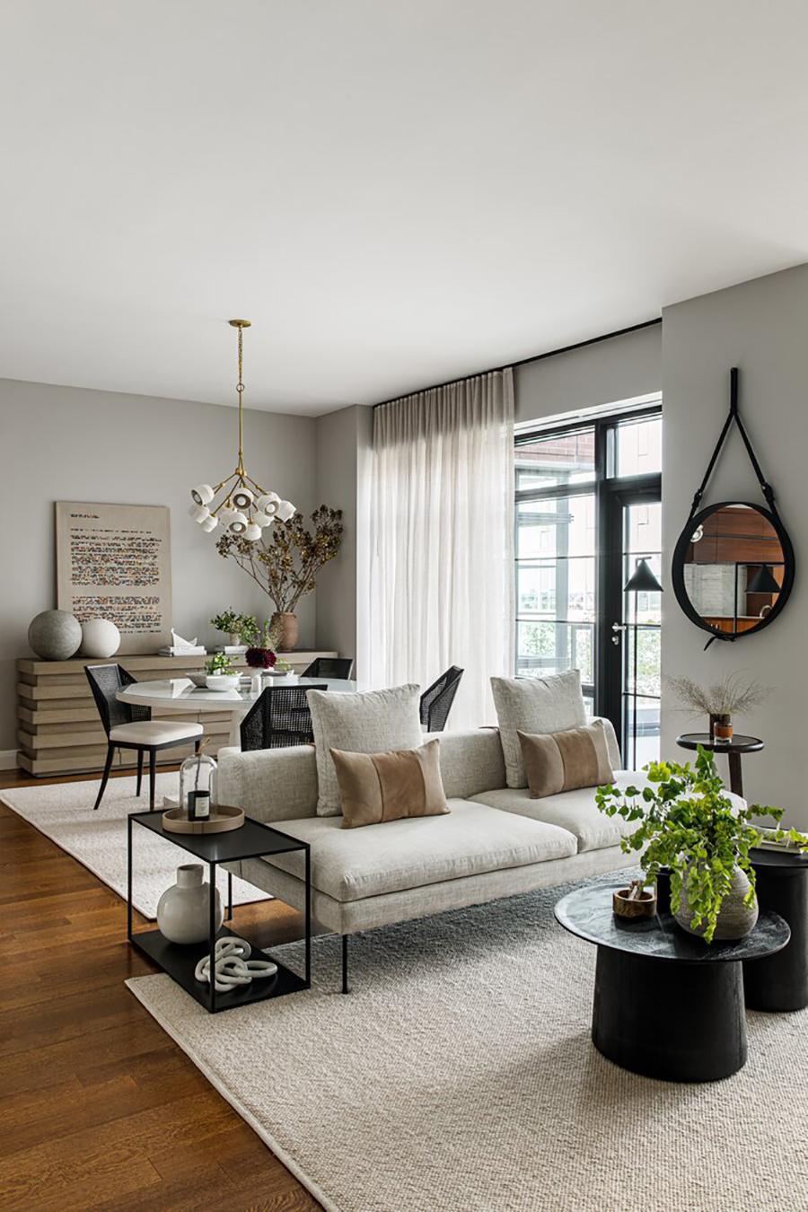 Un sofá puede servir para separar dos ambientes.