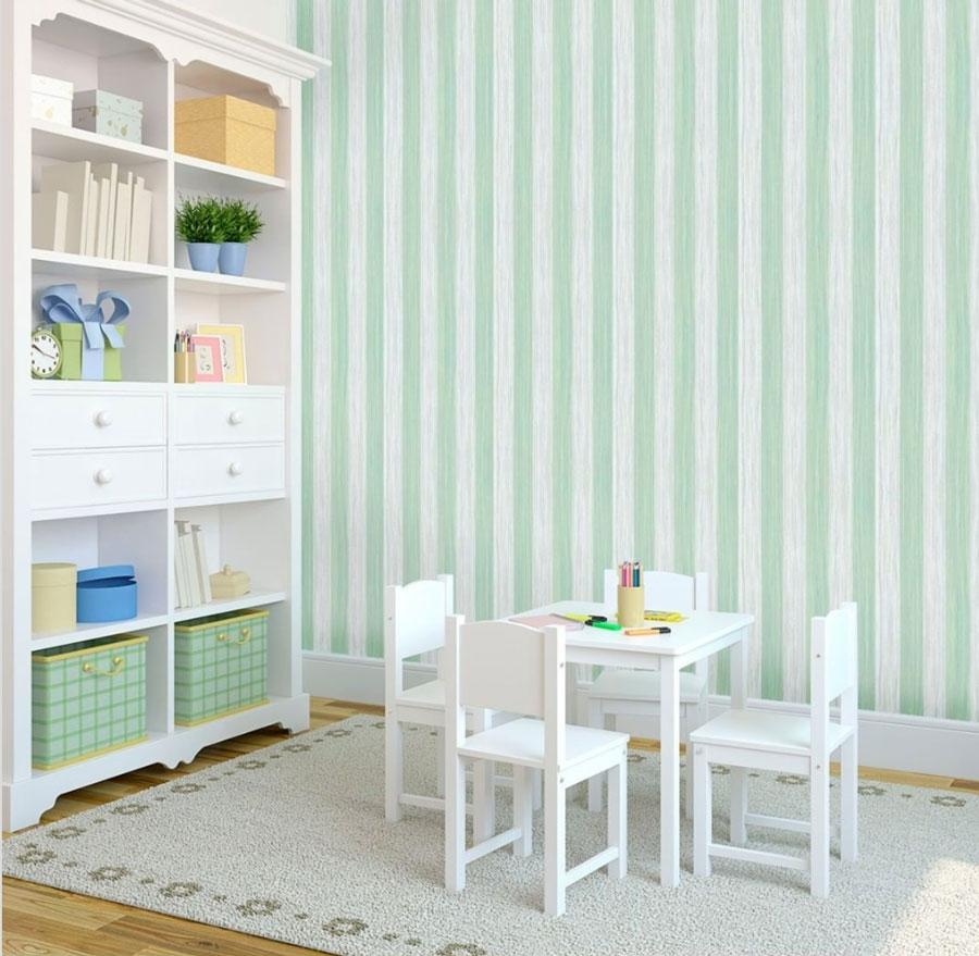 Ejemplo de pared de la línea decorativa, con franjas verdes y blancas pastel, de apariencia texturada.
