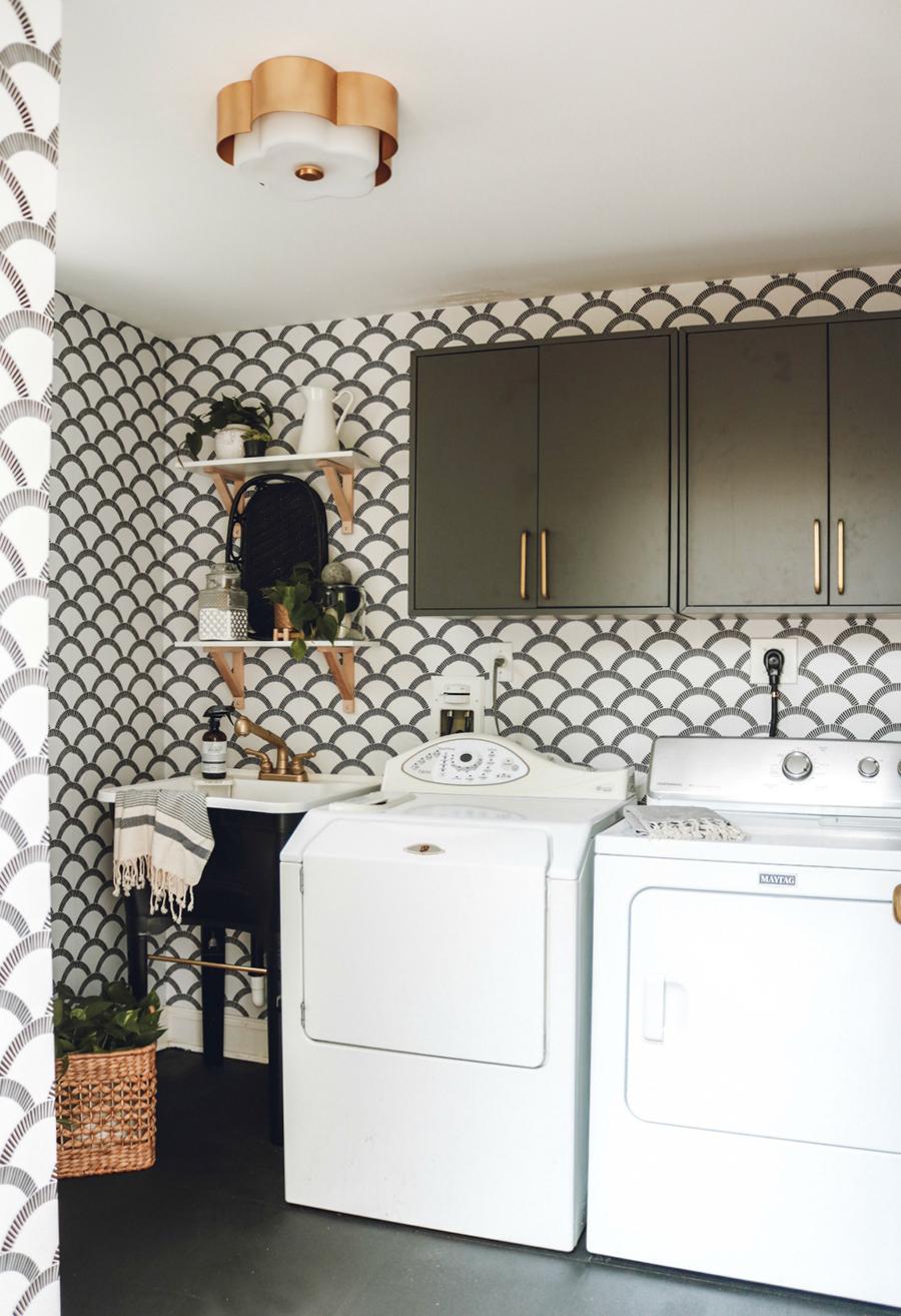 Puedes decorar los muros de tu lavadero con lindos papeles murales.