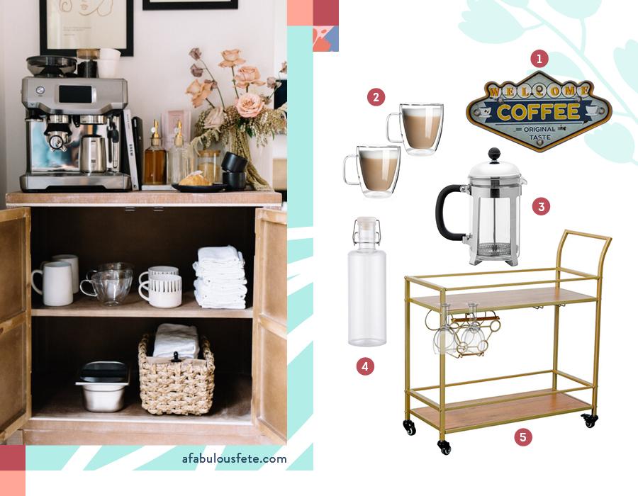 En la imagen se muestra un carro de café, 2 mugs, una cafetera y un frasco de vidrio para el agua.