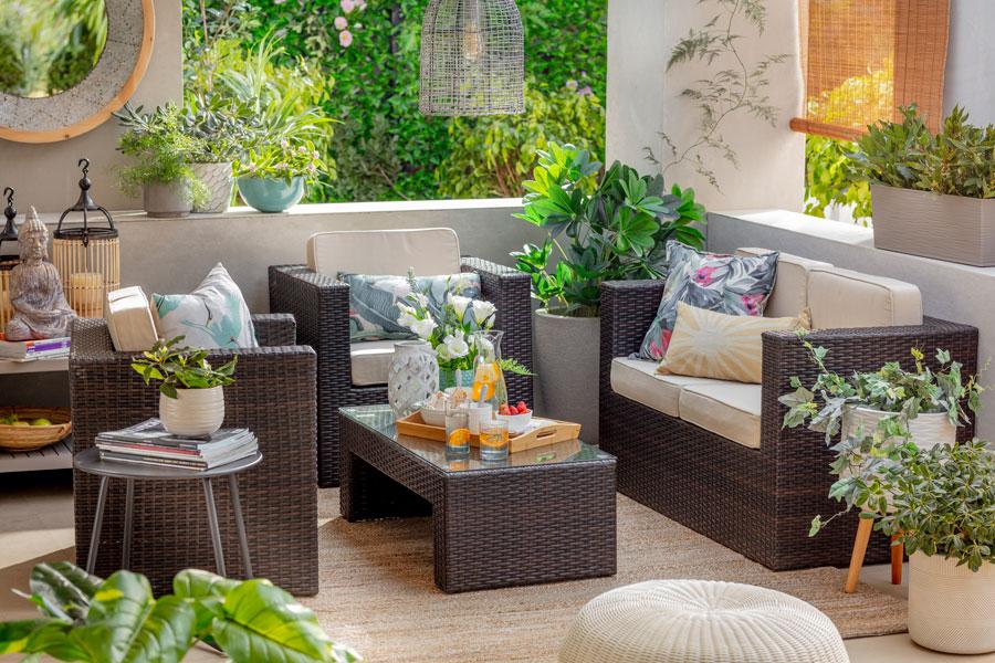 Los muebles de living para grupos grandes son perfectos para pasar las tardes primaverales con los tuyos.