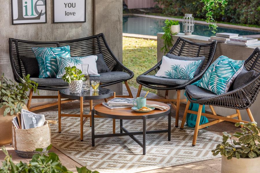 Incorpora los estampados naturales a tu decoración en cojines o alfombras.