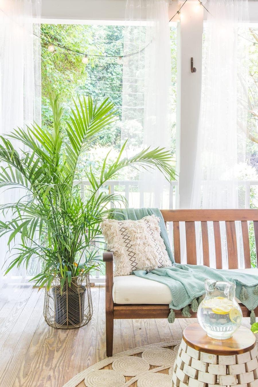 El uso de cortinas suaves y vaporosas le darán un toque clásico y glamoros a tus decoración.