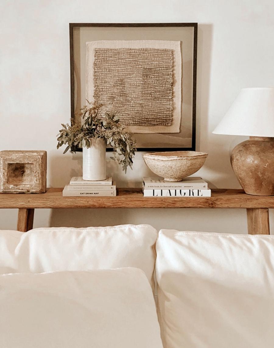 Incorpora elementos decorativos sustentables, como piezas artesanales o recicladas.