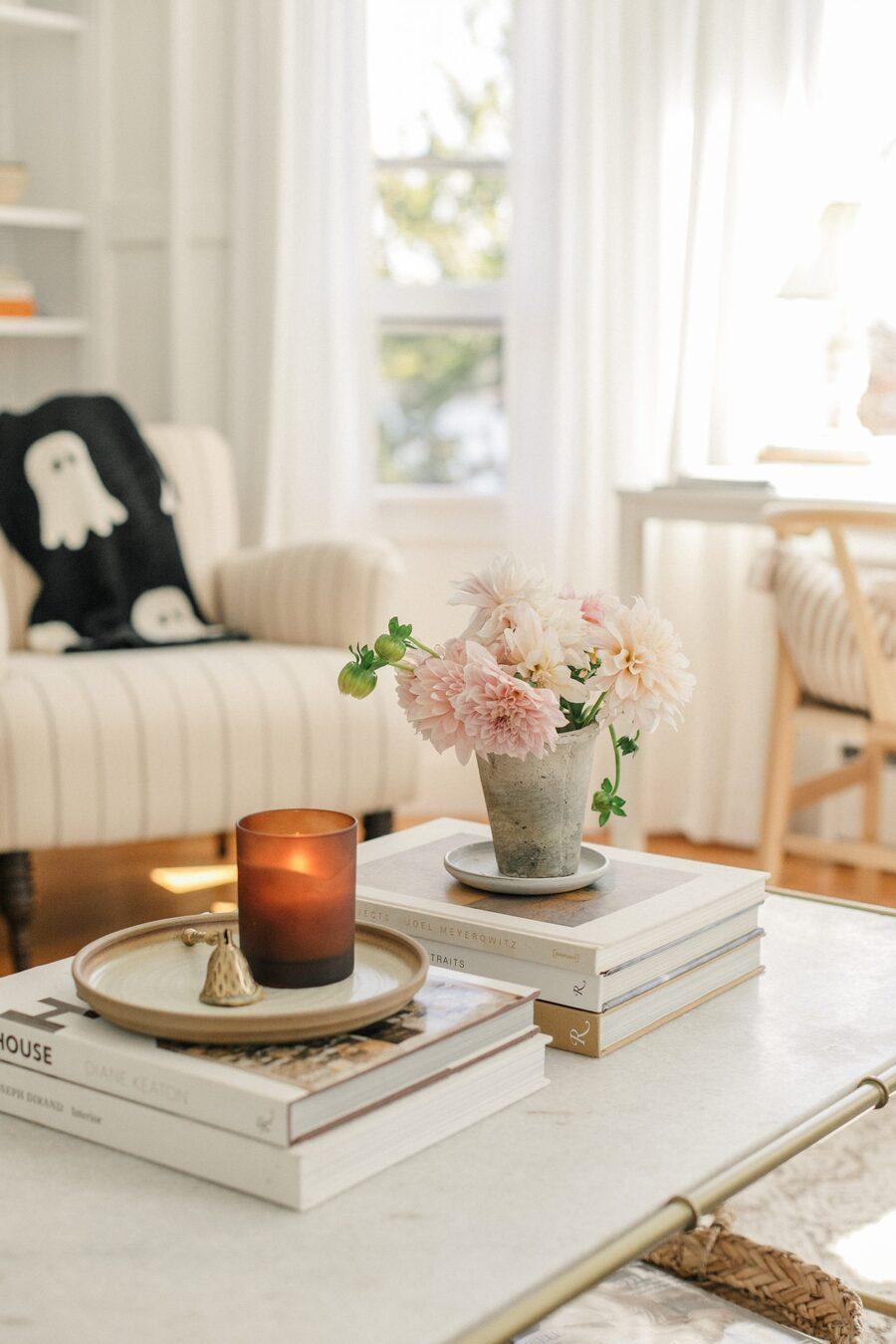 Llénate de velas y aceites naturales para que tus espacios se llenen del aroma de la primavera.