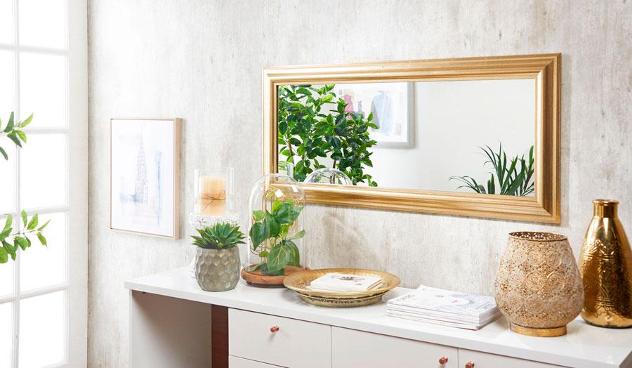 El uso de espejos ayuda a dar la ilusión de espacios más grandes.