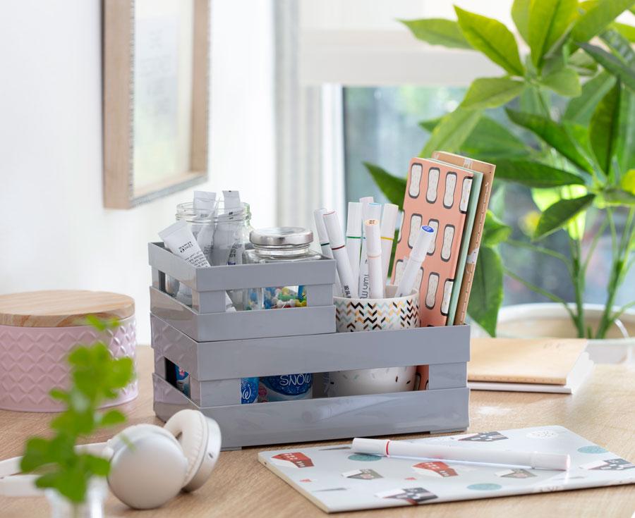 Los objetos tirados o mal organizados hacen que los espacios se reduzcan. Ayúdate de elementos de organización.