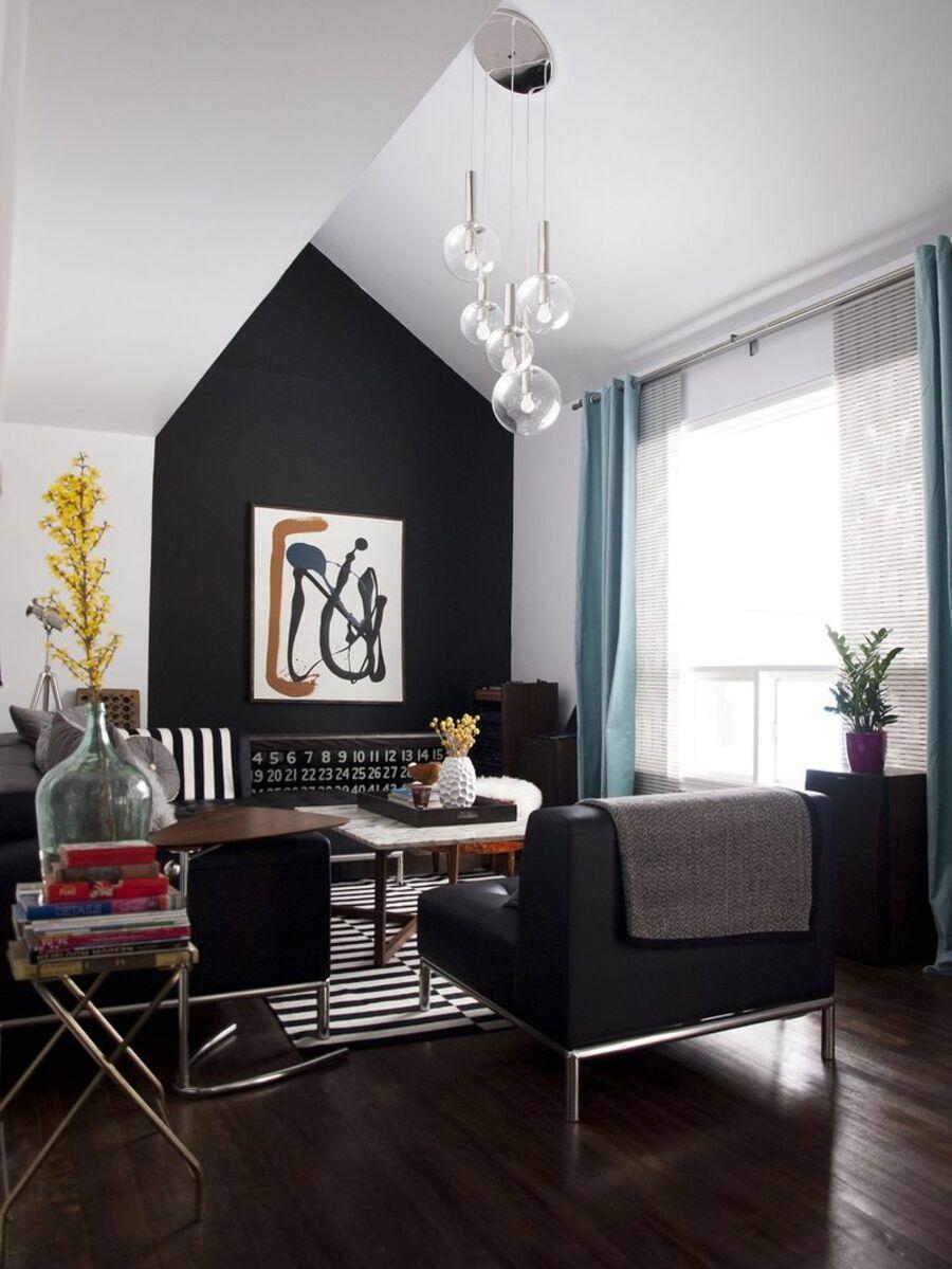 """Una pared pintada con colores contrastantes da la ilusión de estar más """"alejada"""", por lo que simulará espacios más amplios."""