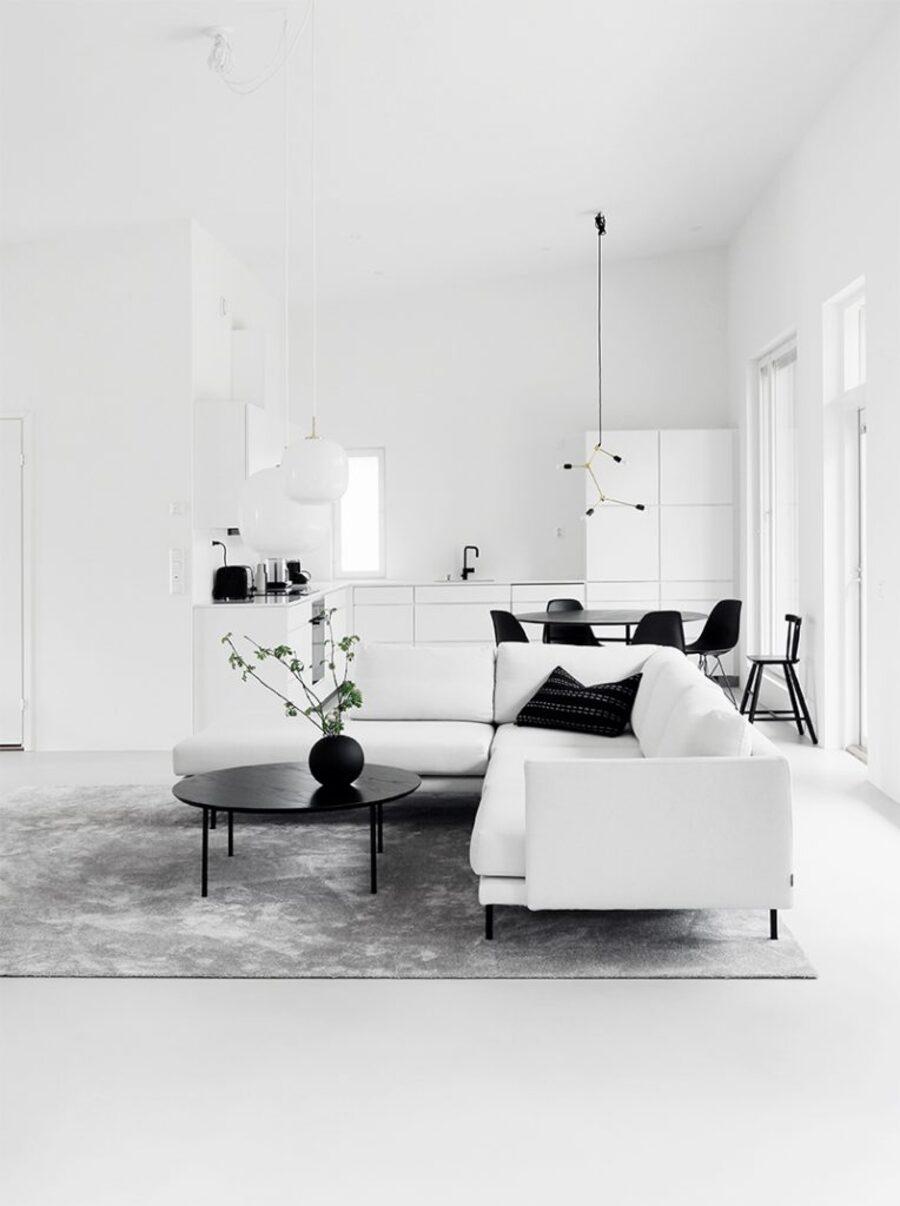 Pintar pisos, muros y techos del mismo color, hace que se eliminen los límites del espacio, dándole fluidez a los espacios.